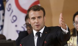 Čtrnáct zemí EU se shodlo na přerozdělování migrantů, tvrdí Macron