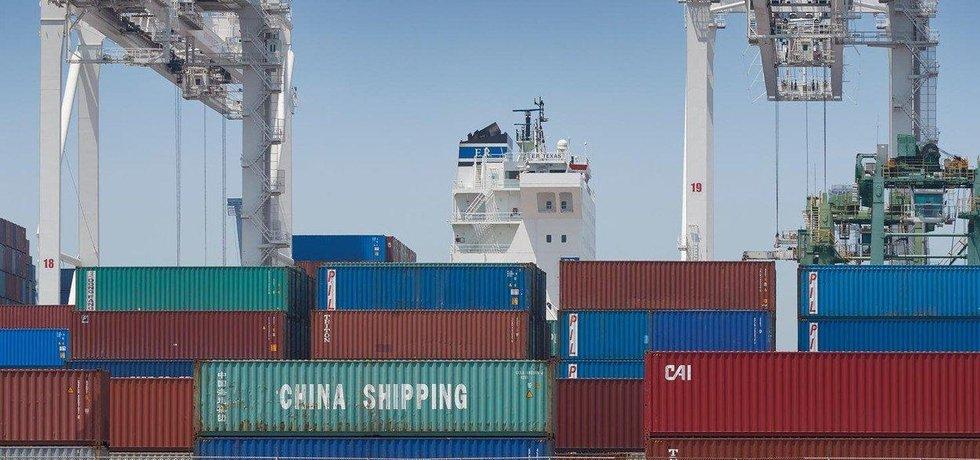 Deficit obchodu s Čínou stoupl na 35,4 miliardy dolarů
