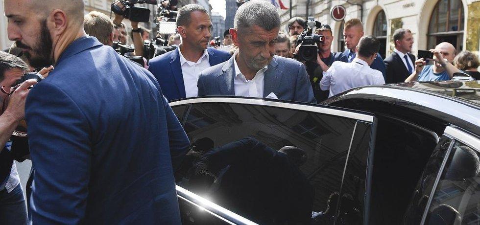 Premiér Andrej Babiš odchází z jednání předsednictva ČSSD