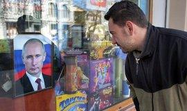 Knihkupectví na Krymu začínají prodávat portréty Vladimira Putina. Co lze od ruského prezidenta čekat dál?