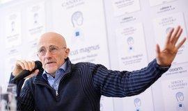 Neurochirurg Sergio Canavero hovoří o transplantaci hlavy, ilustrační foto