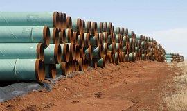 Potrubí připravené pro stavbu ropovodu