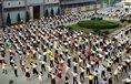 Rozcvička zaměstnanců čínské továrny na obuv