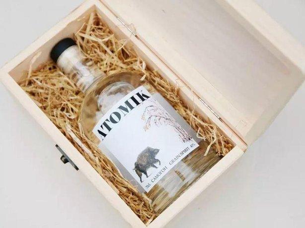 Vodka Atomik vyrobená z kontaminované vody a obilí