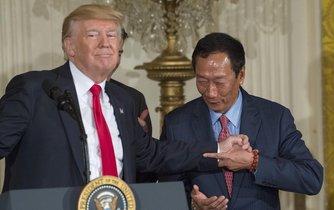 Americký prezident Donald Trump a předseda Foxconnu Terry Gou