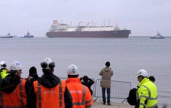 Tanker přiváží LNG do Svinoústí v Polsku, ilustrační foto