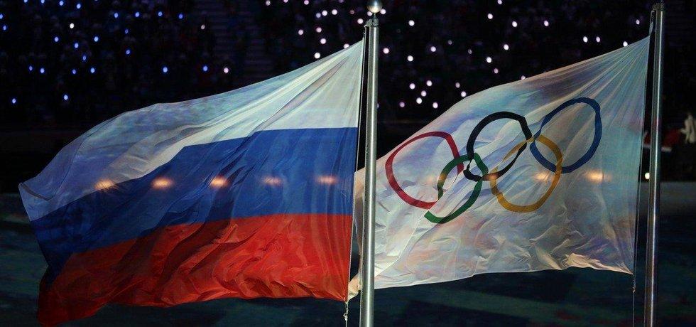 Ruská a olympijská vlajka