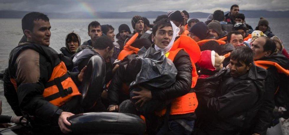 Uprchlíci při plavbě z Turecka do Řecka