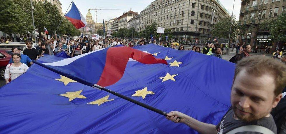 Většina Čechů chce v EU zůstat, odejít chce desetina - ilustrační foto