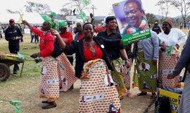 Podporovatelé zimbabwského prezidenta Emmersona Mnangagwy