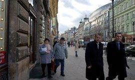 Přes polovinu cizinců tvořili lidé s trvalým pobytem v Česku, ilustrační foto