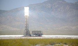 Solárně-termální elektrárna Ivanpah v Mohavské poušti v Kalifornii.