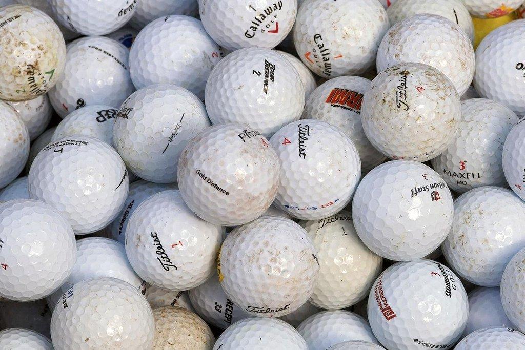 Golfové míčky. Vášnivý golfový hráč Donald Trump by měl radost: Na světě není národa, který by dosahoval větších tržeb vývozem golfových míčků než USA. Jak dohledal server Vexcash.com, v roce 2015 za ně tamní firmy utržily 125 milionů dolarů (3,1 miliardy korun).