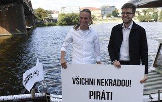 Adam Bartoš a Jakub Michálek při startu předvolební kampaně