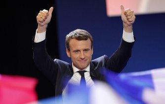 Vítěz prvního kola voleb Emmanuel Macron.