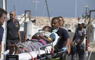 Zachránění migranti v Itálii