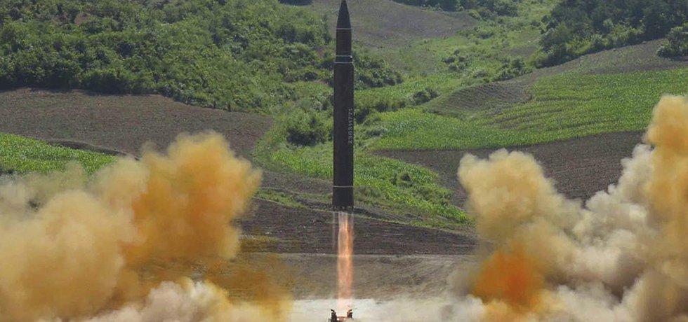 Mezikontinentální balistickou raketu Hwasong-14 severokorejský režim vypálil v červenci
