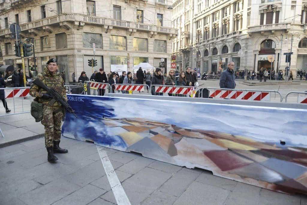 Zábrany v Miláně ozdobili pouliční umělci