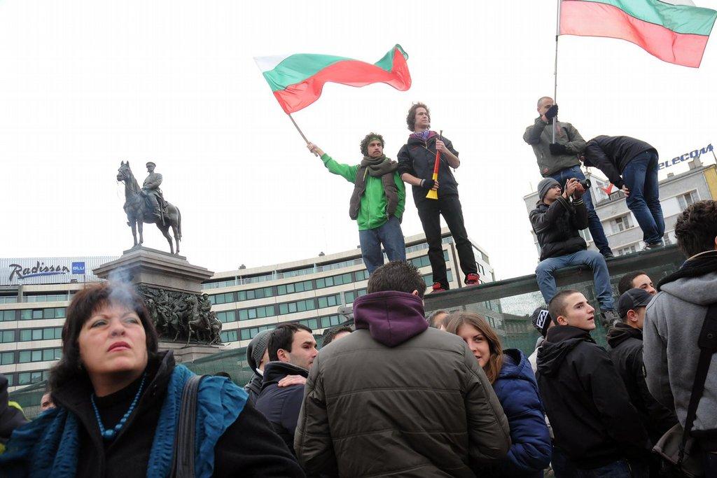 Před parlamentem.