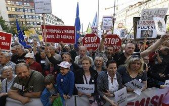 Demonstrace proti Andreji Babišovi a Marii Benešové na Václavském náměstí