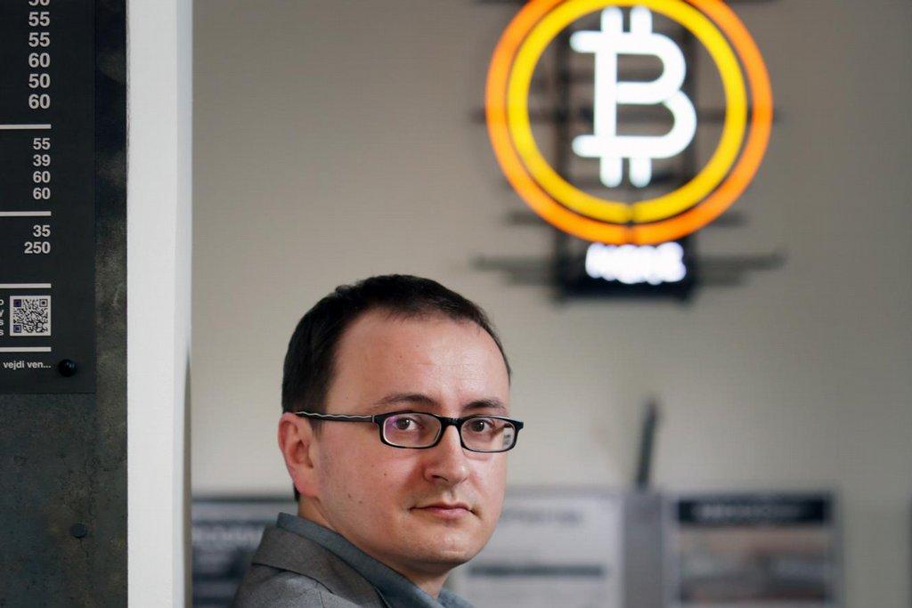 Rozumět Penězům. Martin Šíp je zocelený diskutér. Každé úterý v Paralelní Polis probírá kryptografickou měnu s příznivci i odpůrci.