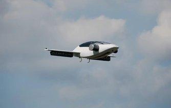Takhle nějak by to možná mohlo vypadat. Na snímku je prototyp létajícího taxi německého startupu Lilium.