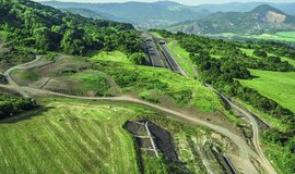 Sesuv půdy na rozestavěnou dálnici D8