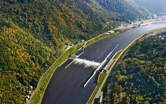rejdařův sen. Takto by měl podle plánů Ředitelství vodních cest vypadat úsek Labe pod Děčínem, který je poslední neregulovanou částí řeky od soutoku s Vltavou.