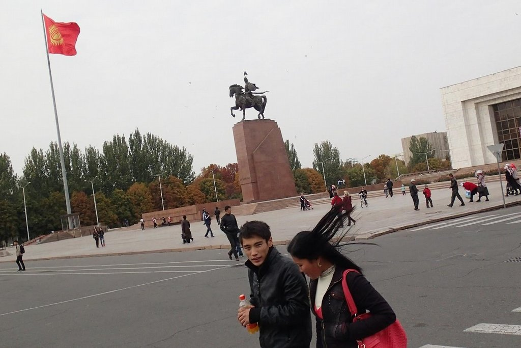 Biškek, hlavní náměstí.