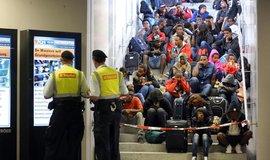 Uprchlíci z Eritreje na nádraží v německém Rosenheimu