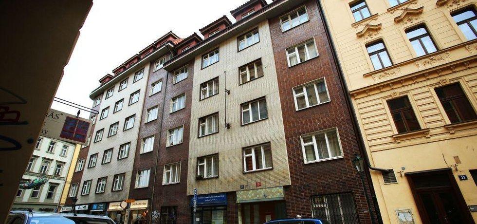 """Největší koncentrace """"virtuálních byznysmenů"""" je v činžovním domě v ulici Rybná v centru Prahy"""