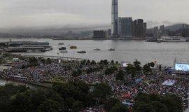 Demonstrace v Hongkongu se přesunuly do přístavu. Sešli se tam i příznivci i odpůrci vlády