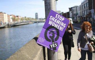 Irové rozhodují o povolení potratů