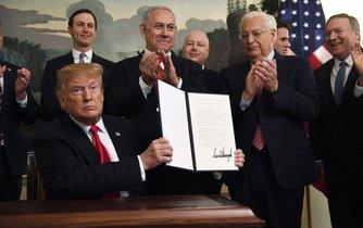Donald Trump podepsal uznání izraelské svrchovanosti nad Golanami