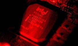 Čip z produkce firmy Intel, ilustrační foto