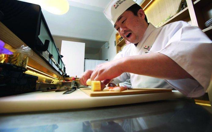 Sushi master Hirotoši Ogawa