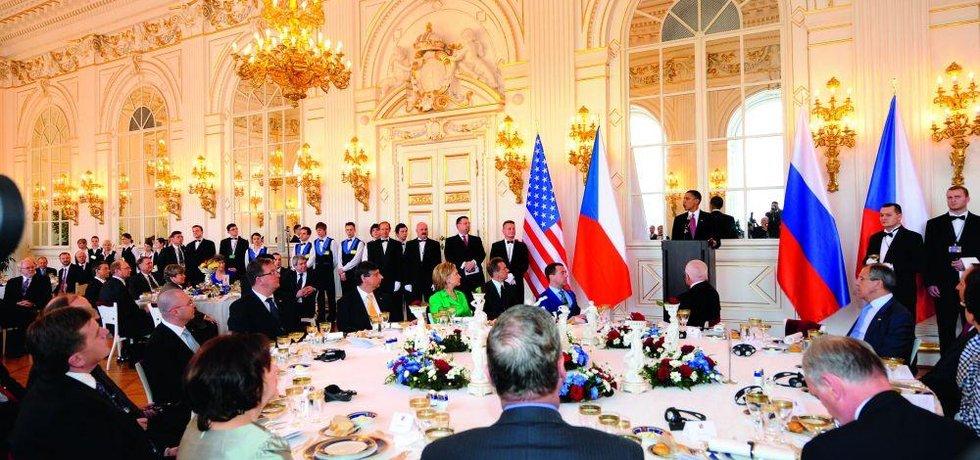 I naši prezidneti jedli jako lidi, ilustrační foto