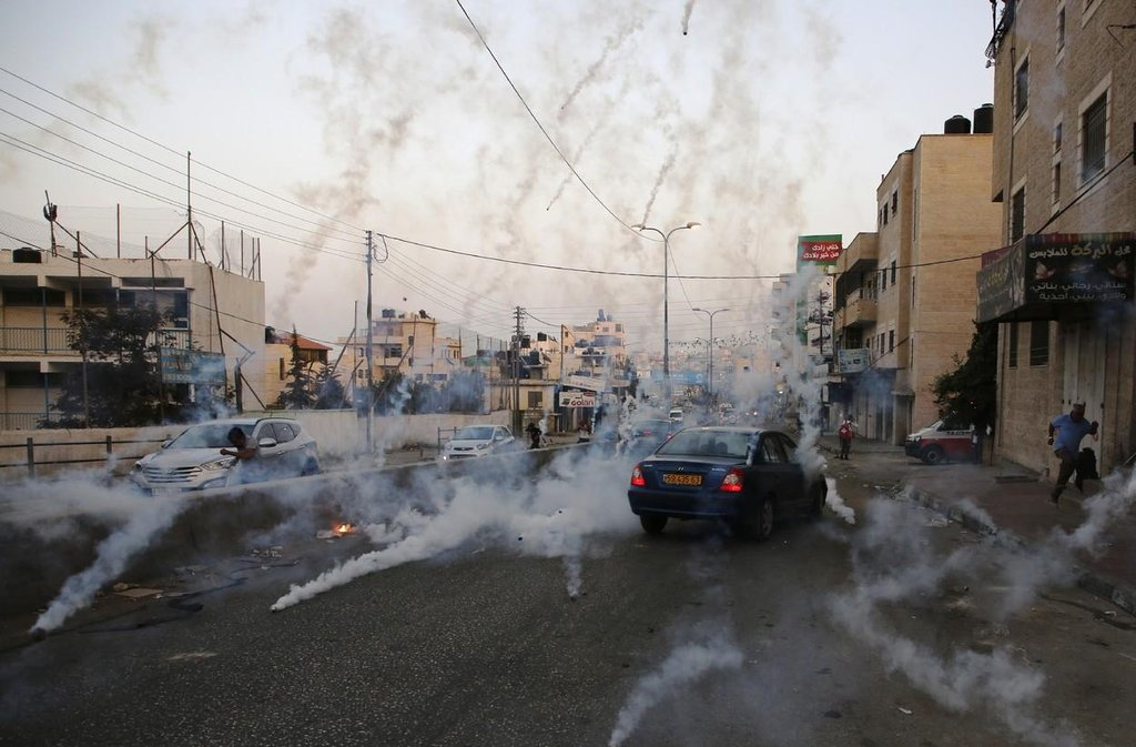 Policisté museli proti protestujícím použít slzný plyn