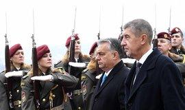 Český premiér Andrej Babiš (vpravo) a jeho maďarský protějšek Viktor Orbán