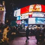 Piccadilly circus v Londýně