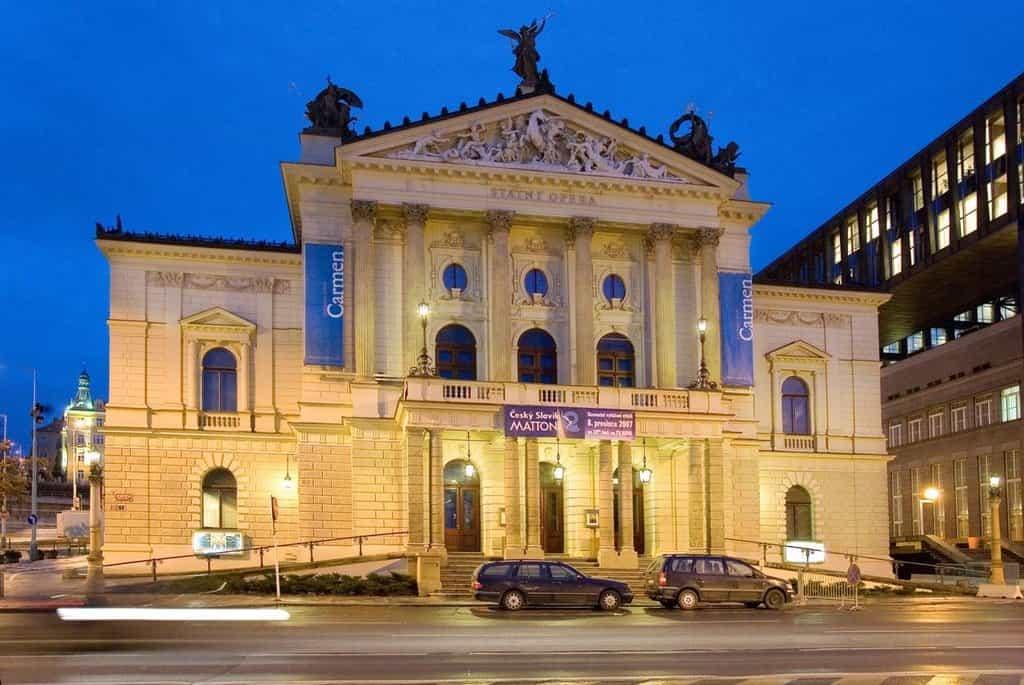 Budova Státní opery v Praze