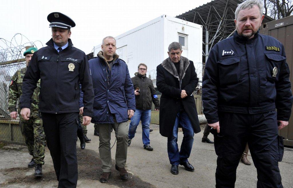 Na místo dorazili i ministři Andrej Babiš (ANO) a Milan Chovanec (ČSSD)