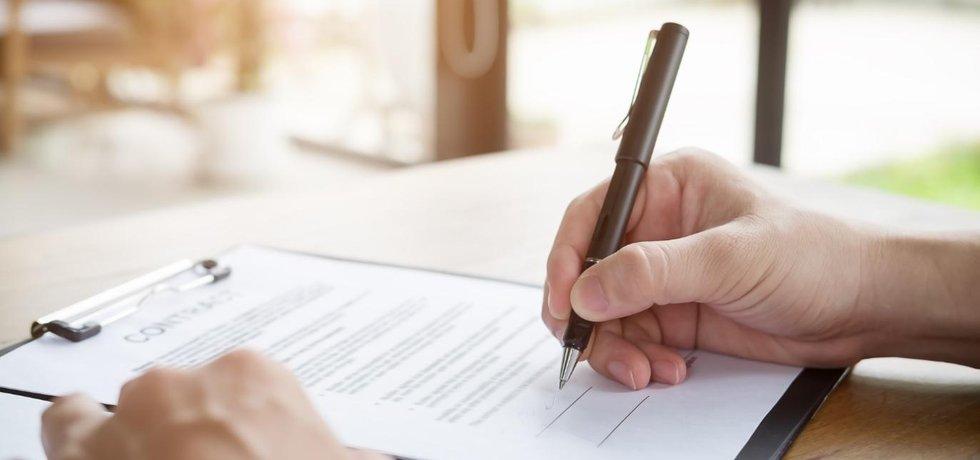 Dohoda o pracovní činnosti - ilustrační foto