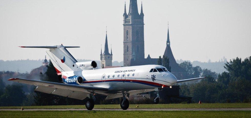 Muzeální kousek. Stárnoucí letouny Jak-40 vyžadují nákladné opravy, proto se ministerstvo chystá uzavřít smlouvu na údržbu za 65 milionů korun.