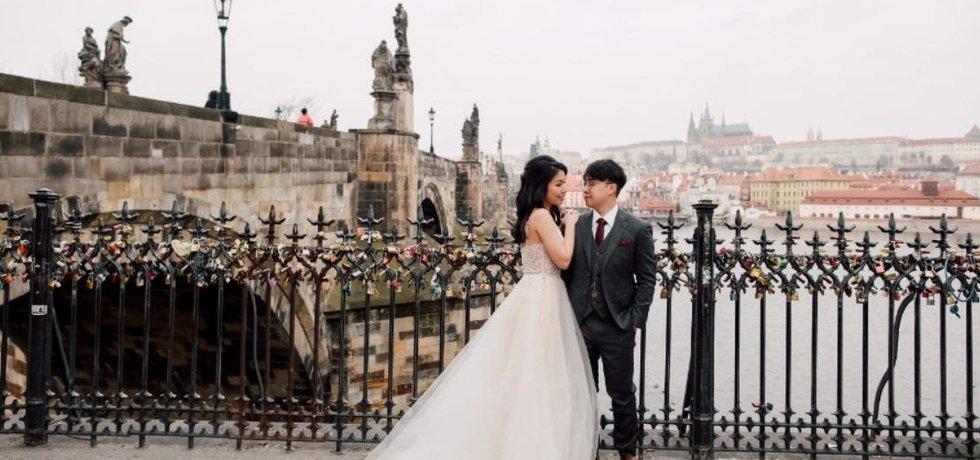 Svatební fotografie z Prahy jsou rovněž v módě.