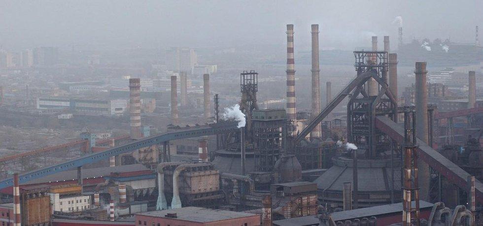 Znečištěné ovzduší v okolí čínské železárny Shougang Steel