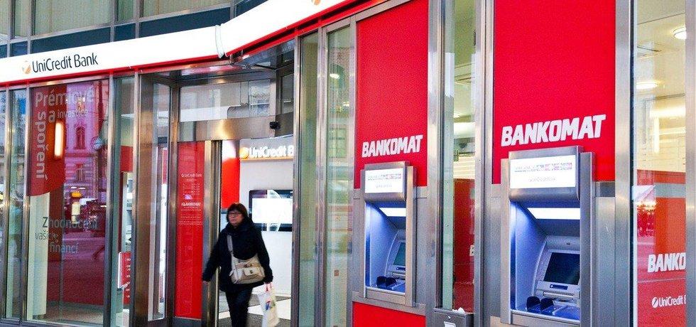 UniCredit Bank stoupl zisk o čtvrtinu, ilustrační foto