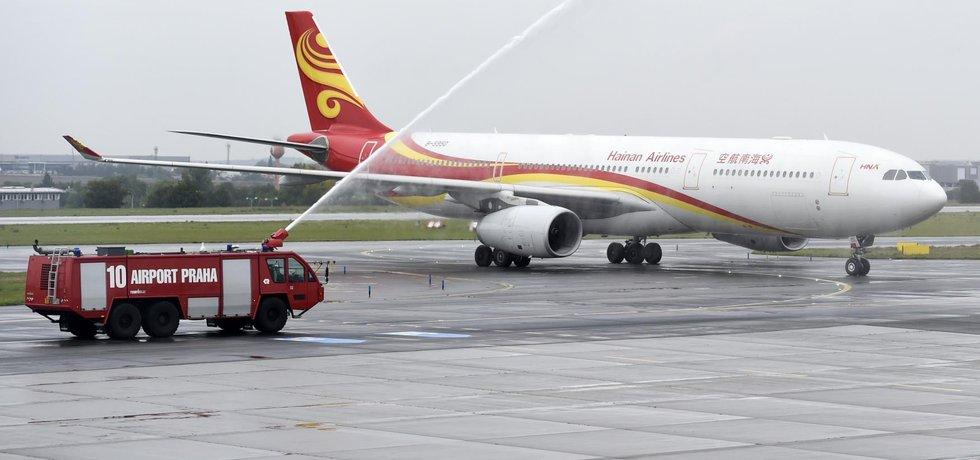 Na Letišti Václava Havla v Praze zahájila 23. září provoz pravidelná přímá linka mezi Pekingem a Prahou. Nové dálkové spojení do Číny budou provozovat čínské Hainan Airlines, které na linku nasadí Boeing 767 s kapacitou 223 míst.