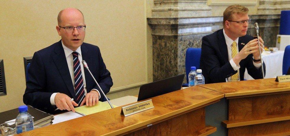 Premiér Bohuslav Sobotka a místopředseda vlády Pavel Bělobrádek