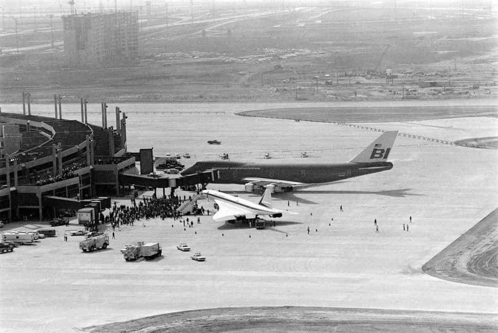 Concorde vedle Boeingu 747. Nadzvukový stroj spotřeboval dvakrát více paliva než tradiční letoun